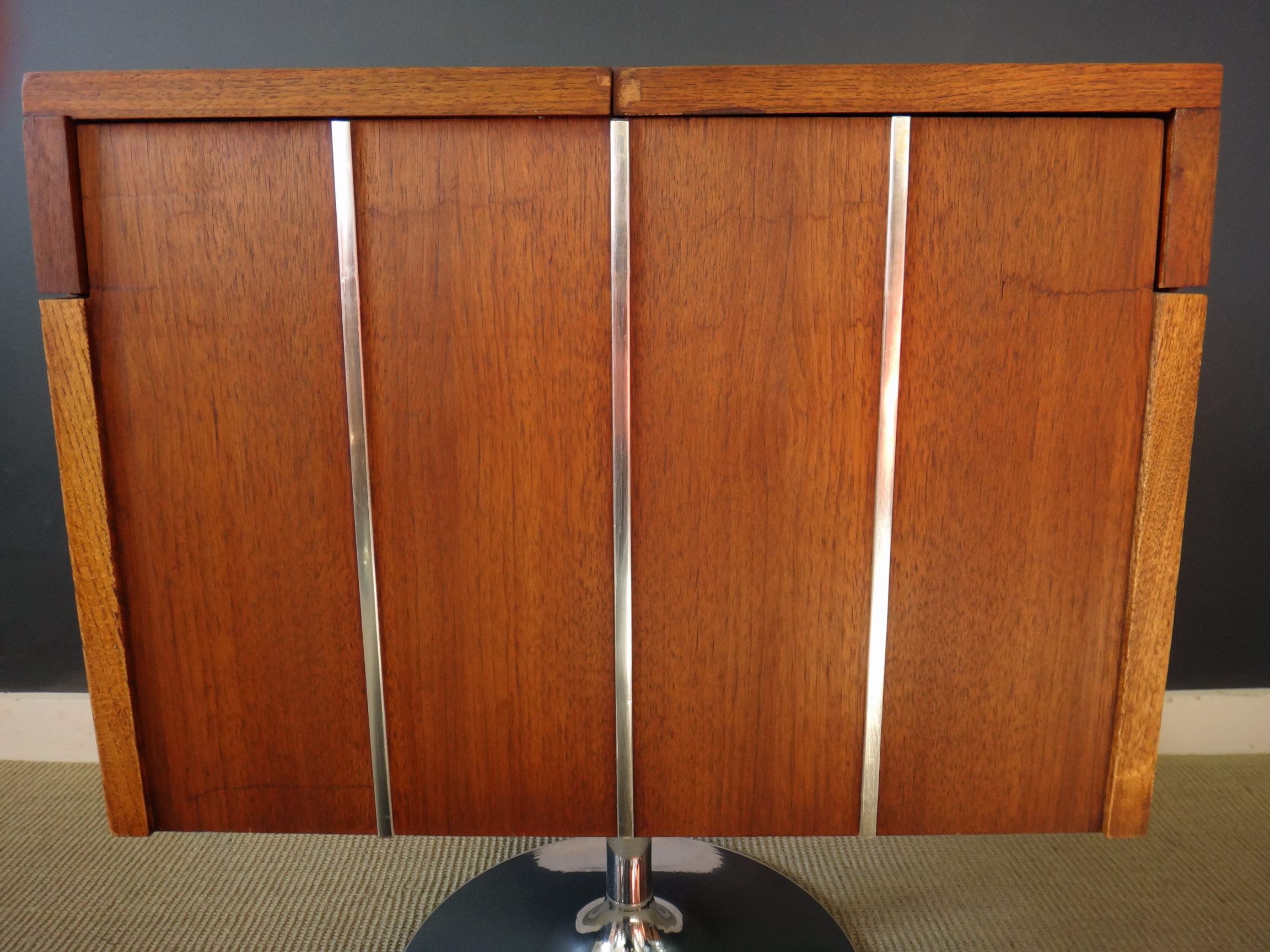 Lane Swivel Bar
