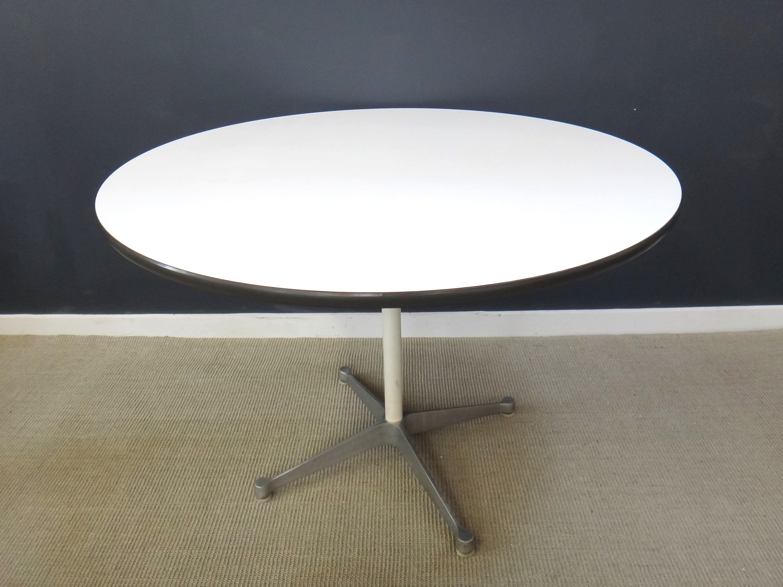 Round Eames Table